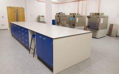 实验室操作台台面是什么材料?