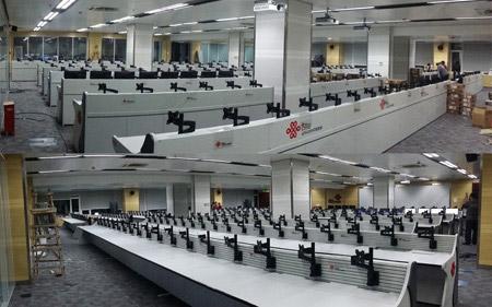 监控中心机房操作台图片